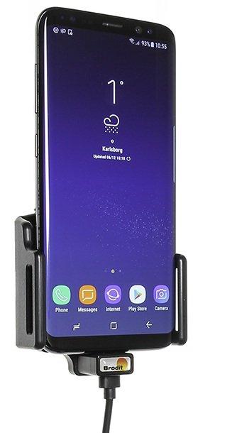 Brodit Medium Smartphone houder Universeel 62-77/6-10 met USB-C snoer