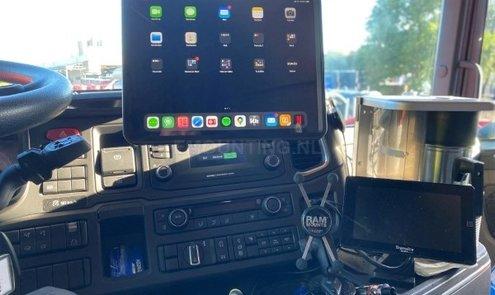 iPad en smartphone stevig gemonteerd met RAM Mounts  in Scania truck