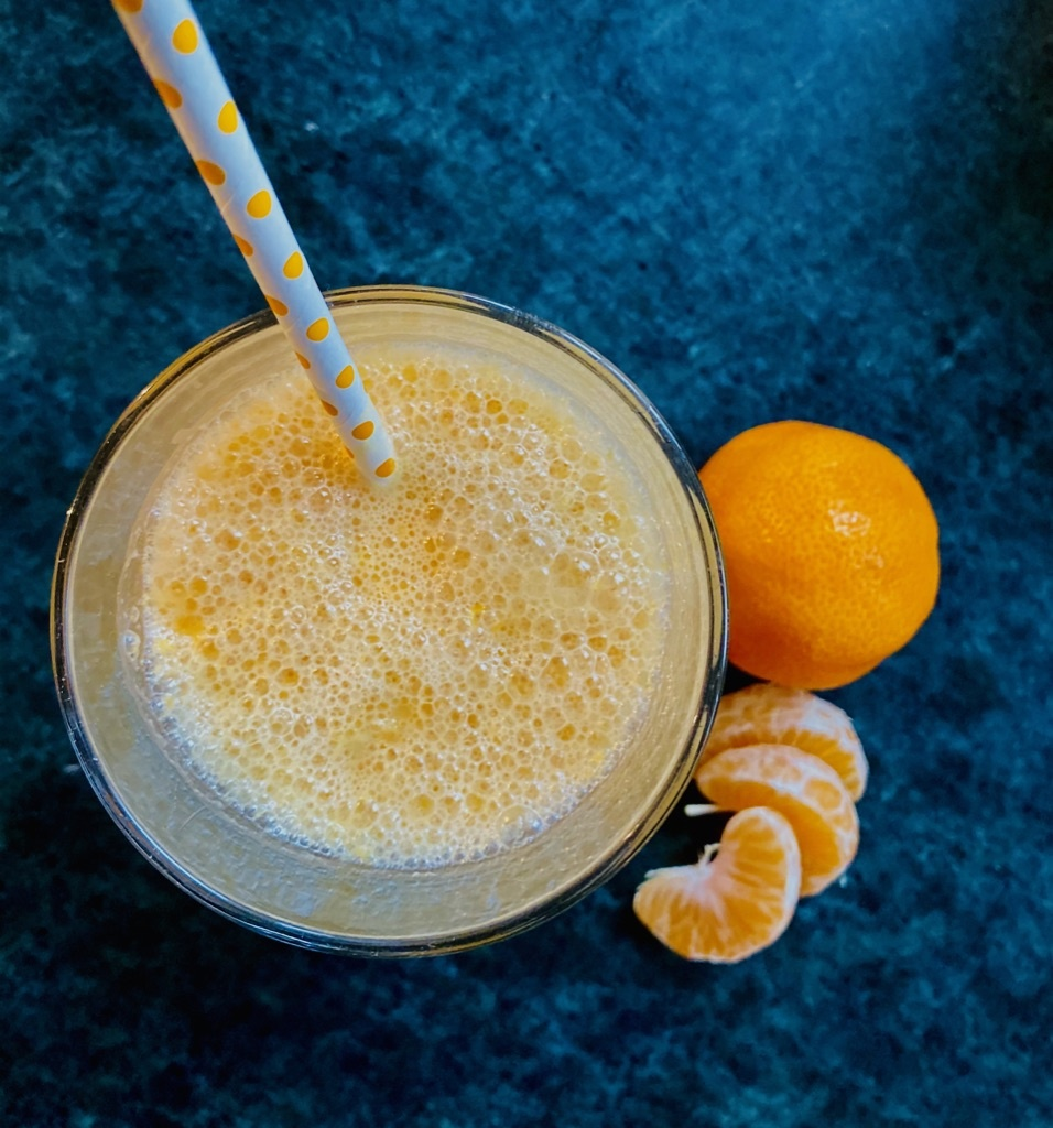 MANDARINEN-SMOOTHIE MIT MACA
