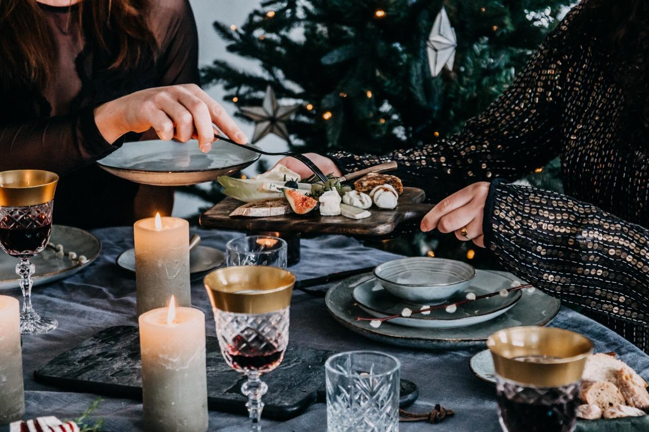 feestelijke kersttafel dekken kerstdiner
