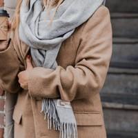 Grote wollen Valerie sjaal: betaalbaar alternatief voor Acne Studios