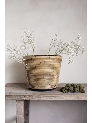 Pot de fleurs en rotin
