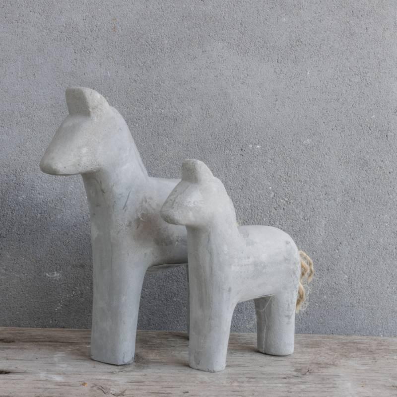 Cementen paard groot