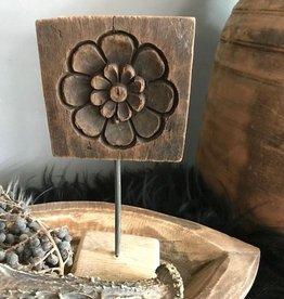 Houten ornament bloem op statief