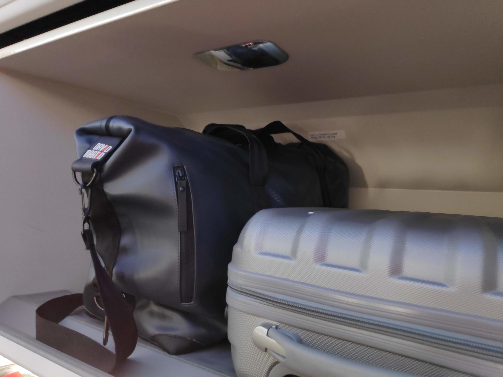 Zoveel verdienen vliegmaatschappijen aan je bagage en andere opties
