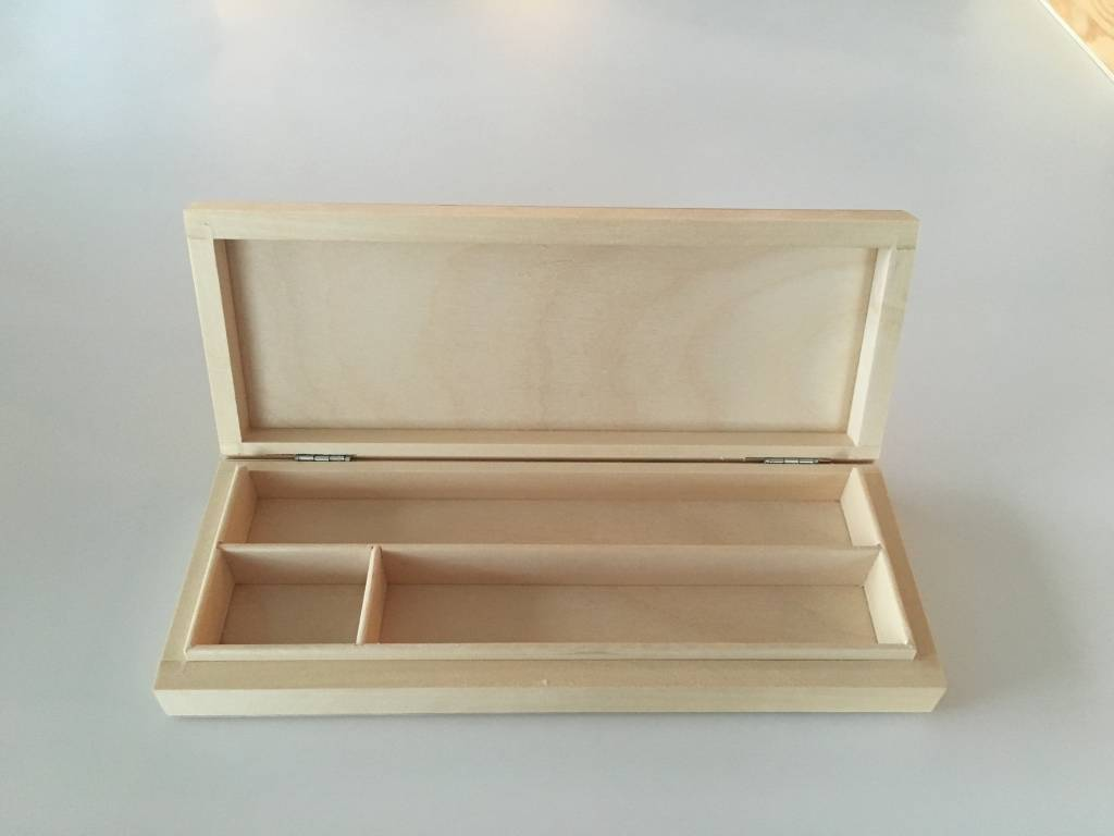 Houten platte doos met 3 vakken