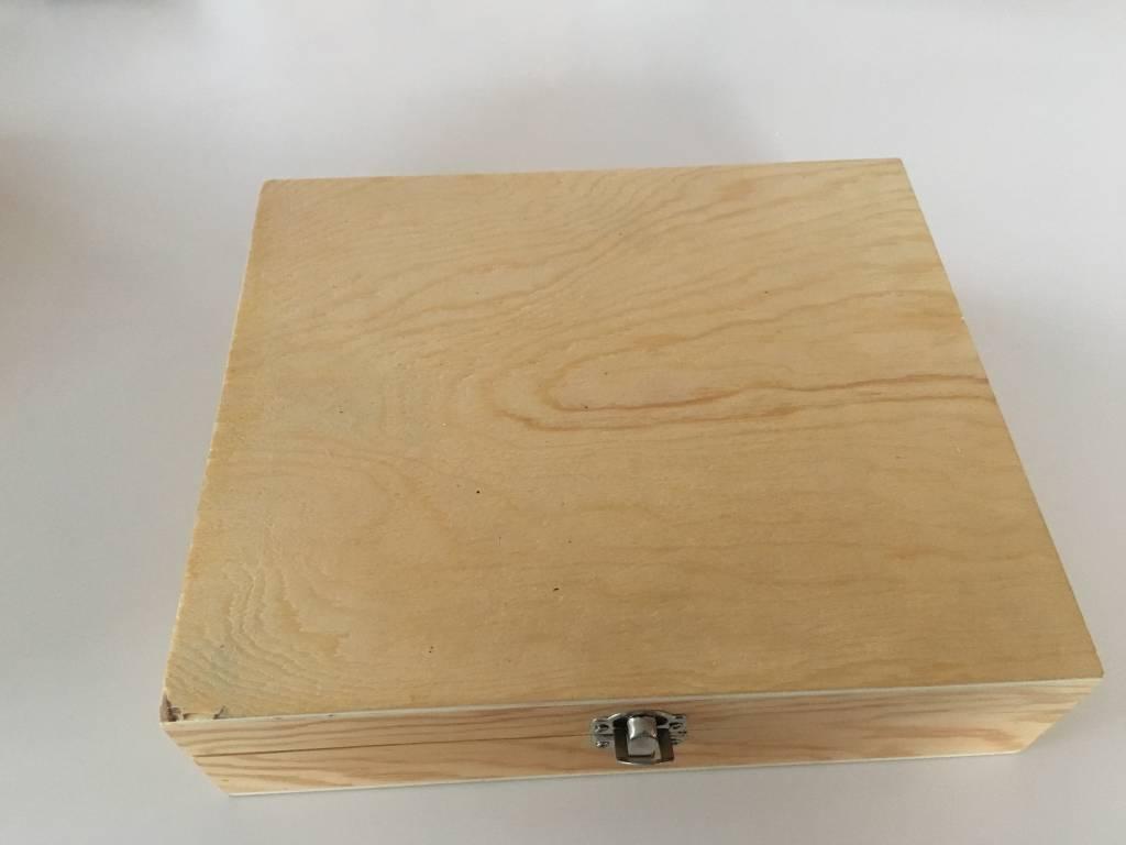Houten grote rechthoekige doos