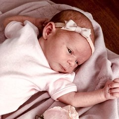 Your Little Miss champagnerfarbenes Neugeborenen Baby Haarband in Spitze mit Schleife