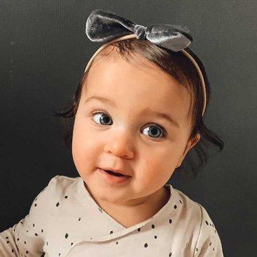 Your Little Miss Baby haarbandje met velvet strikje dark grey