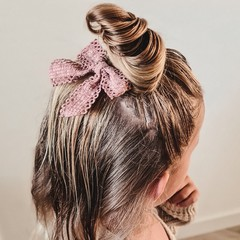 Your Little Miss Hair clip with bow large sand lace