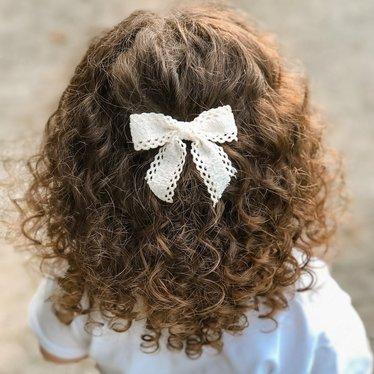 Your Little Miss Haarspeldje met strik large coconut lace