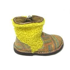 Pèpè Botje,harig geel been met gekleurde voet UV