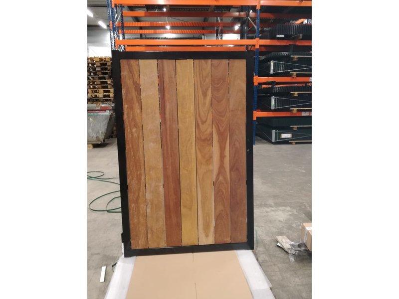 Poort met houtvulling 1200 x 1800, framekleur: zwart, incl. scharnierpaal (80x80mm) & muuropvang