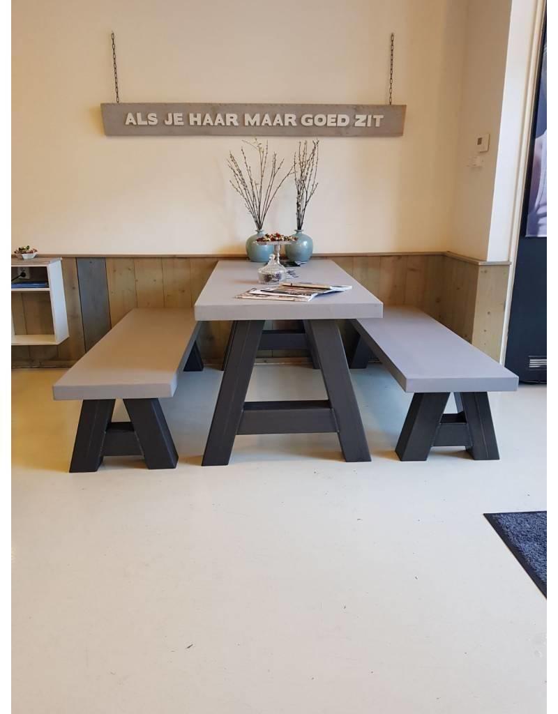 Stalen A salontafel en bank poten