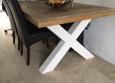 Tafel met houten X poten