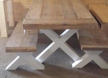 Bankje met houten X poten