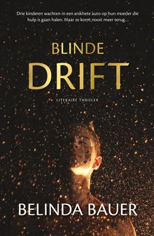 Belinda Bauer Blinde drift - Drie kinderen wachten in een snikhete auto op hun moeder die hulp is gaan halen. Maar ze komt nooit meer terug...