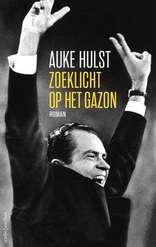 Auke Hulst Zoeklicht op het gazon