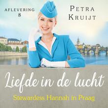 Petra Kruijt Stewardess Hannah in Praag