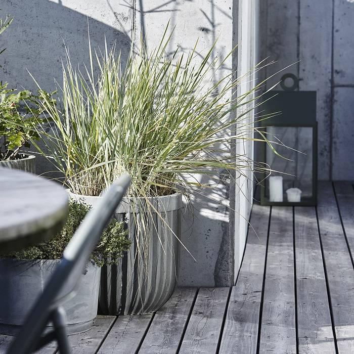 Geribbelde betonnen plantpot