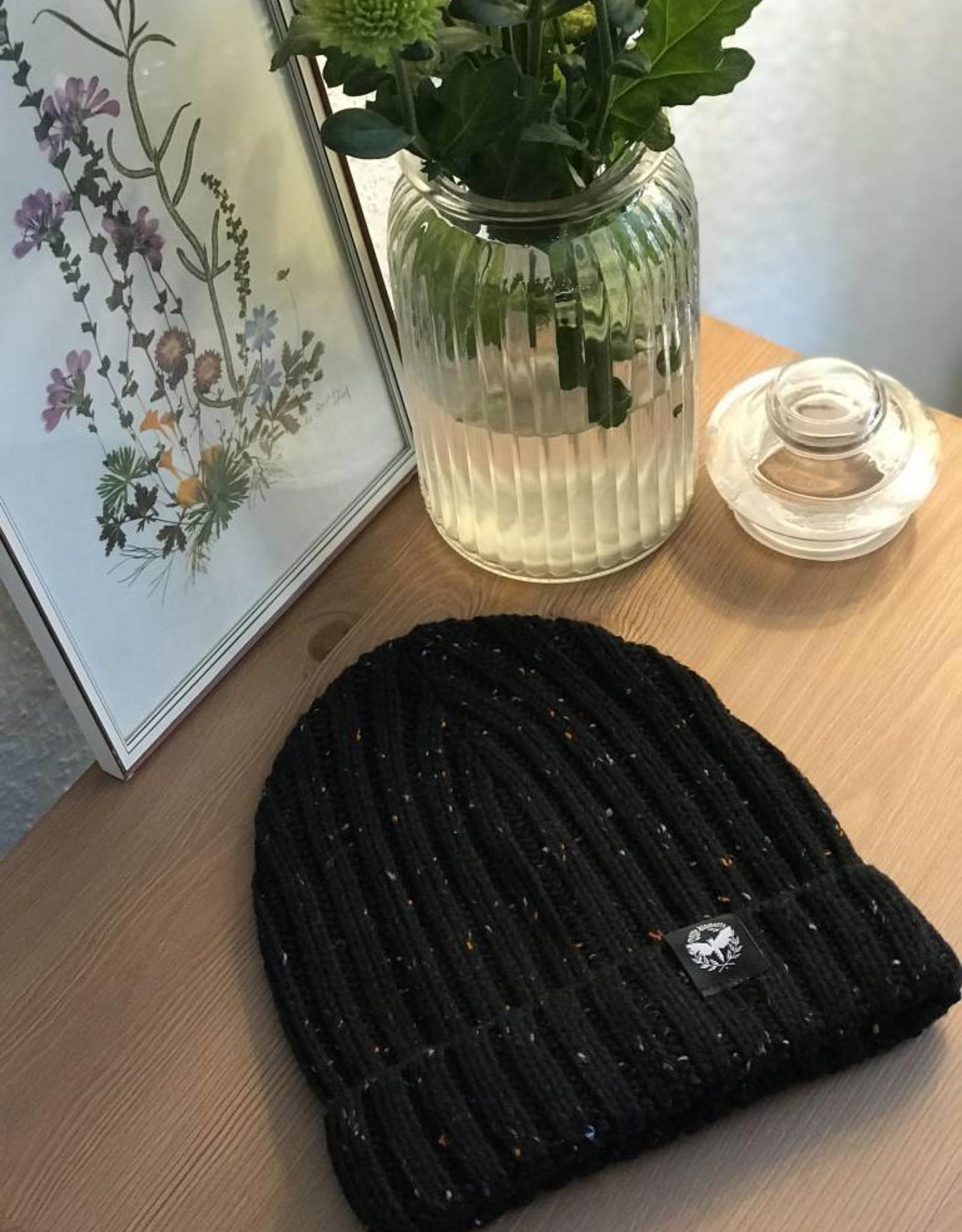 Motte Beanie black-gepunktet
