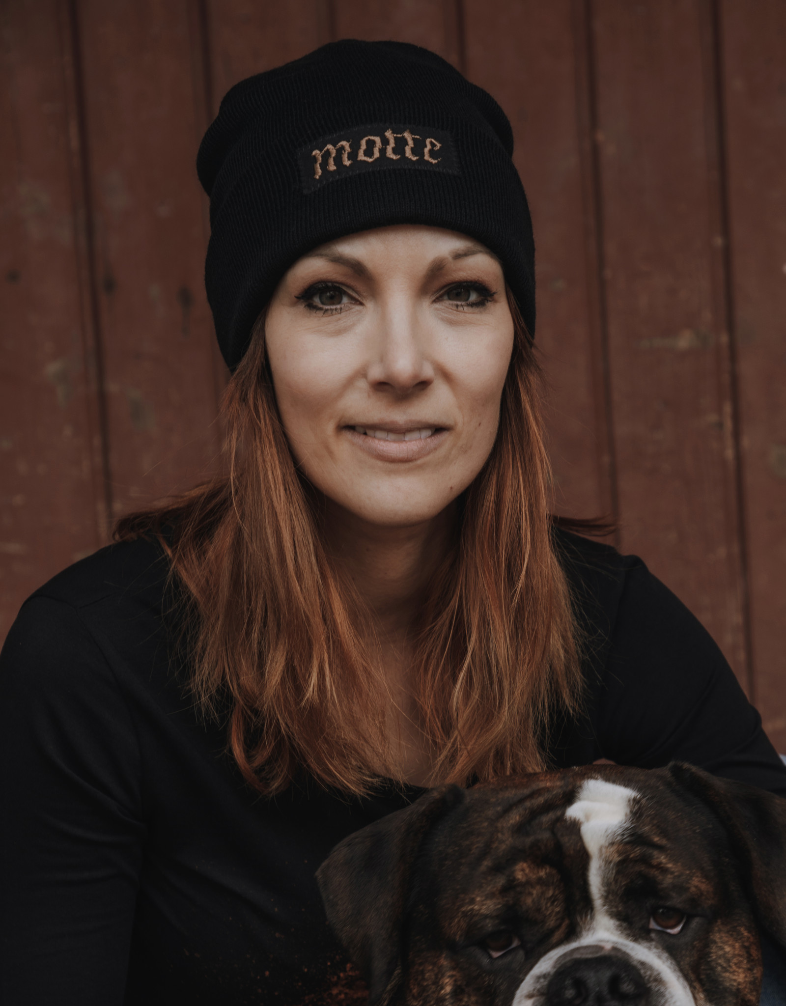 Motte beanie black with embroidered lettering