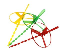 5 stks/partij nieuwigheid Speelgoedflying fairy vliegende schotel UFO vliegende wiel Vliegende gyro Hand made bamboe libelWYQ