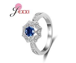 JEXXI Klassieke Bloemvorm Blue Crystal Rhinestone Vrouwen Bruiloft Voorstellen Verlovingsringen Mode 925 Stempel Zilveren Sieraden