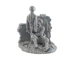 1/35 Schaal Ongeverfd Resin Figuur WW2 Sovjet soldaat Met aas bevatten base