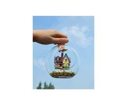 Nieuwigheid diy huis glazen bol cabine vliegende speelgoed, pixar film model met miniatuur meubels, houten handgemaakte model mini geschenk speelgoed