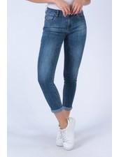 Donker blauwe jeans
