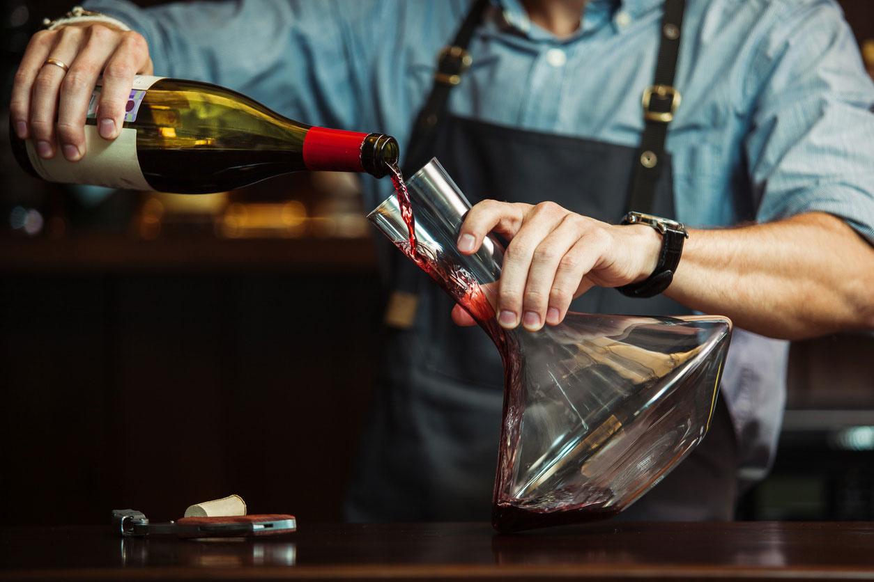 Wanneer en hoe wijn decanteren