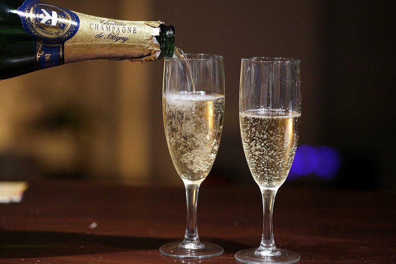 Hoe Champagne wordt gemaakt en wat het bubbelend maakt
