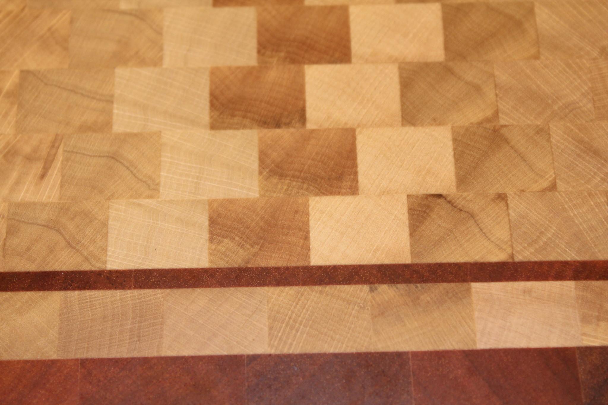 kopshouten snijplank van haagbeuk met een bies en kader van tijgerhout