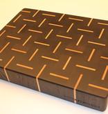 Kopshouten snijplank van zwart wengé met streepjes esdoorn in een alternerend patroon