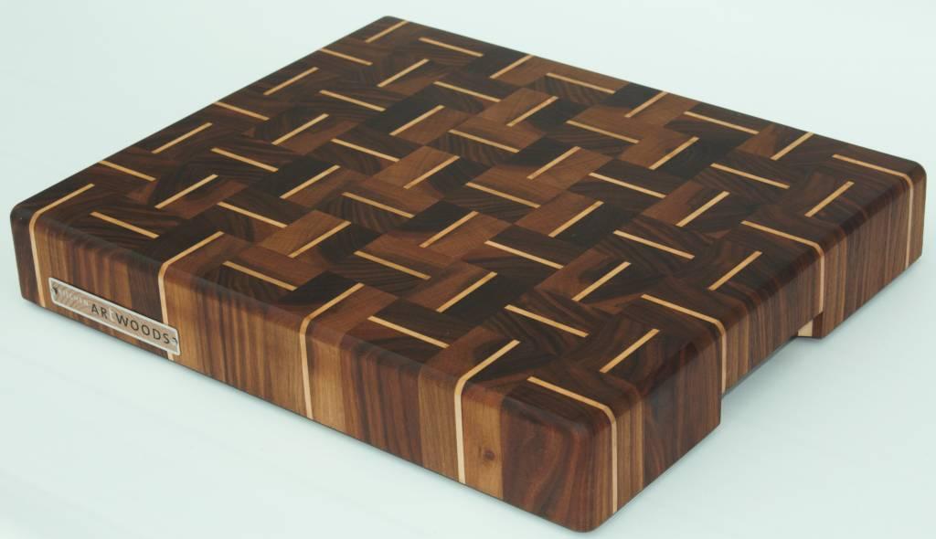 Kopshouten snijplank van Amerikaans walnoot met streepjes esdoorn in een alternerend patroon