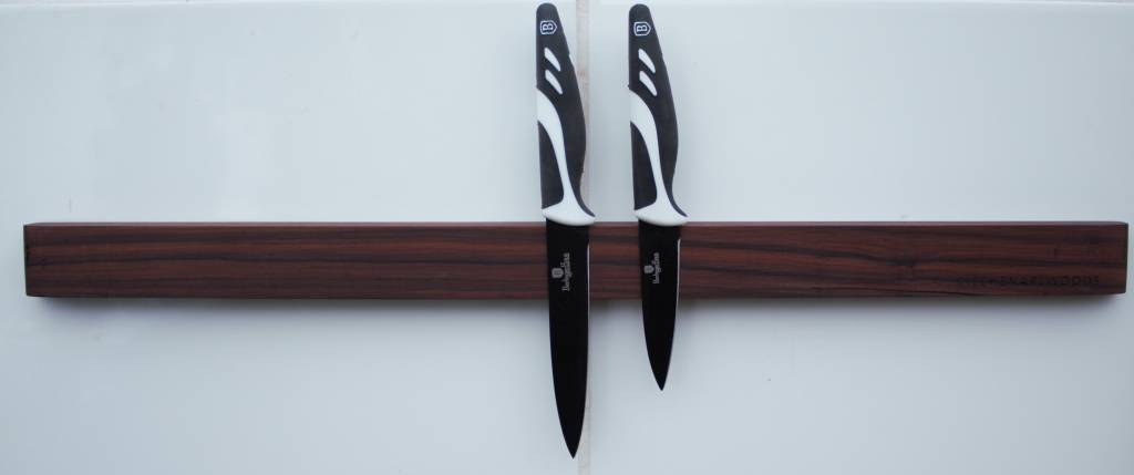 Wooden magnetic knive rack, made of the finest woods, elegant and very fucnctional.