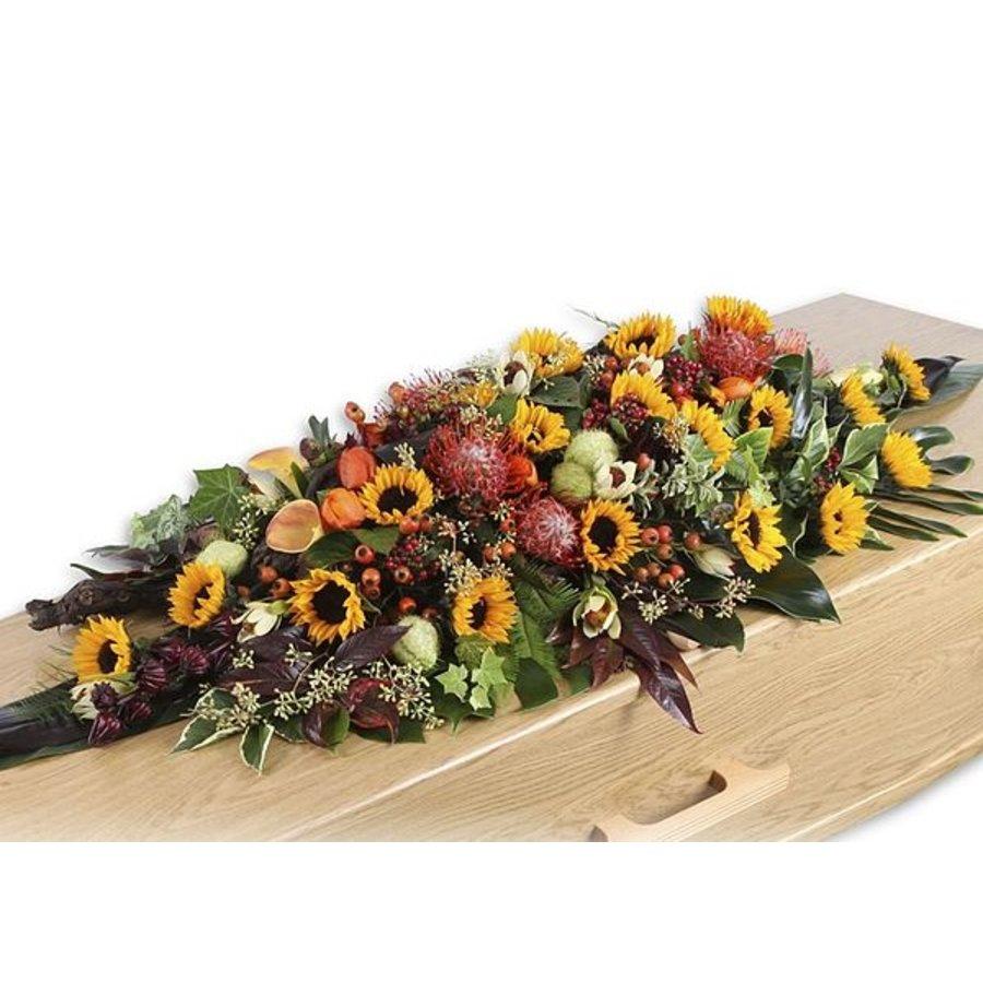 Rouwarrangement in ruitvorm met seizoensbloemen