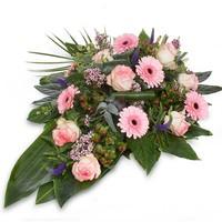 Divers roze rouwboeket