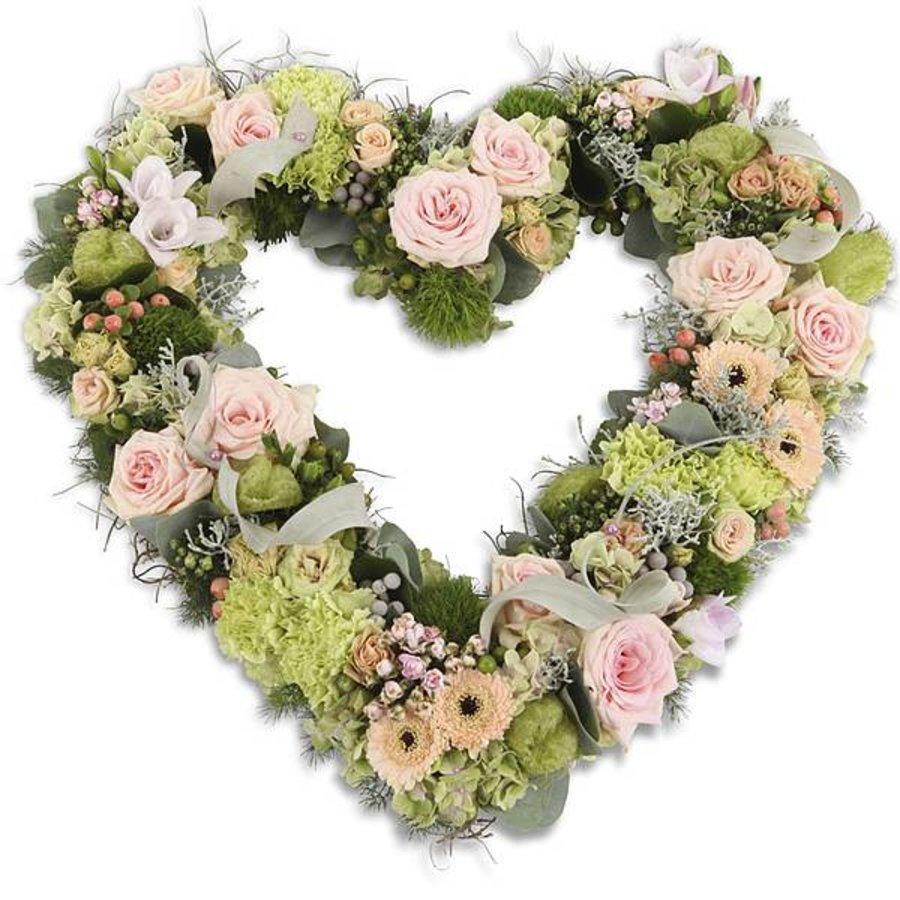 Roze hart vorm rouwboeket-1
