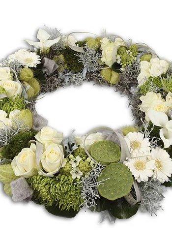 Witte bloemenkrans