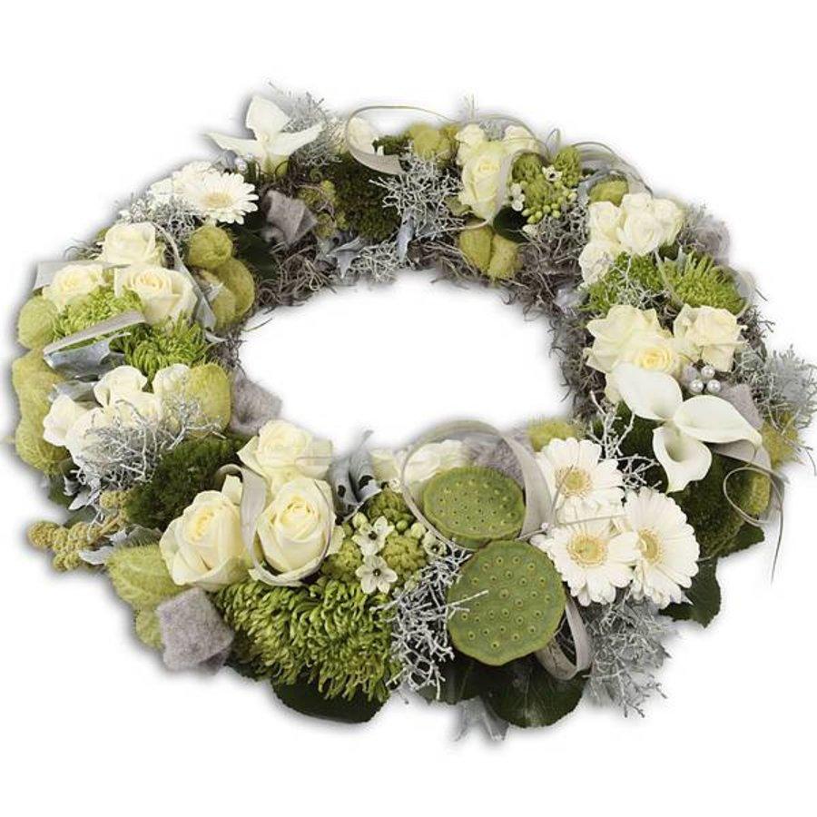 Witte bloemenkrans voor uitvaart-1
