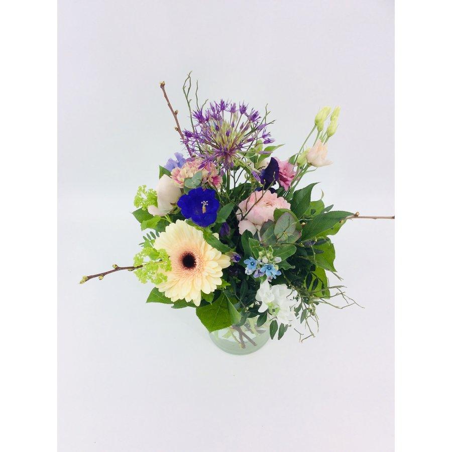 Liefelijk boeket bloemen-3