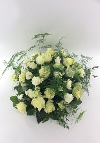 Abelia Meesterbinders Rouwarrangement van witte rozen