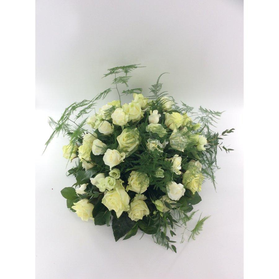 Biedermeier rouwarrangement van witte rozen W2-1