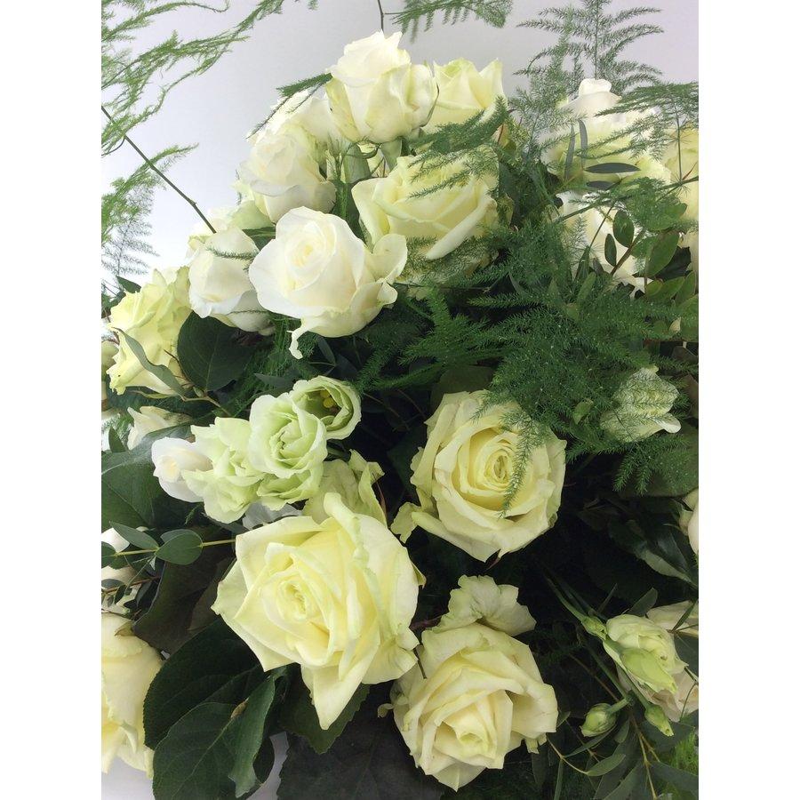 Biedermeier rouwarrangement van witte rozen W2-2