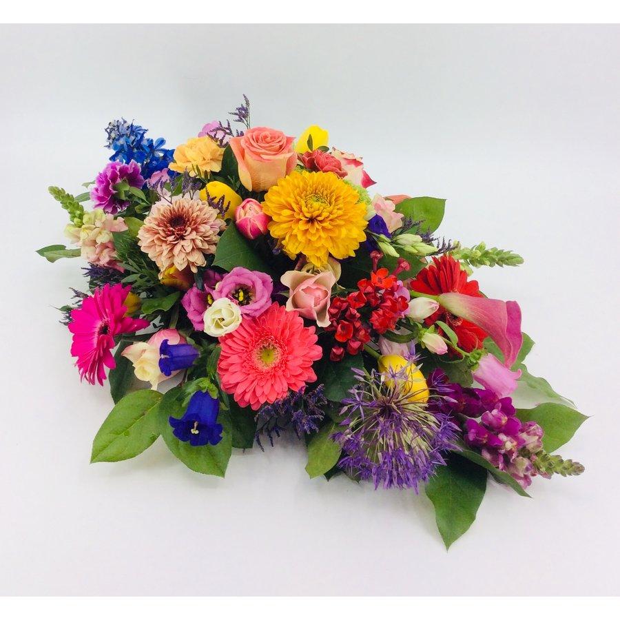 Ovaal gestoken kleurrijk afscheidsbloemen-1