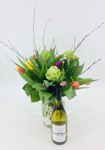 Abelia Meesterbinders Tulpenboeket met  fleswijn