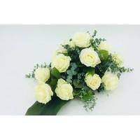 thumb-Witte rozen rouwbloemstuk W4-2