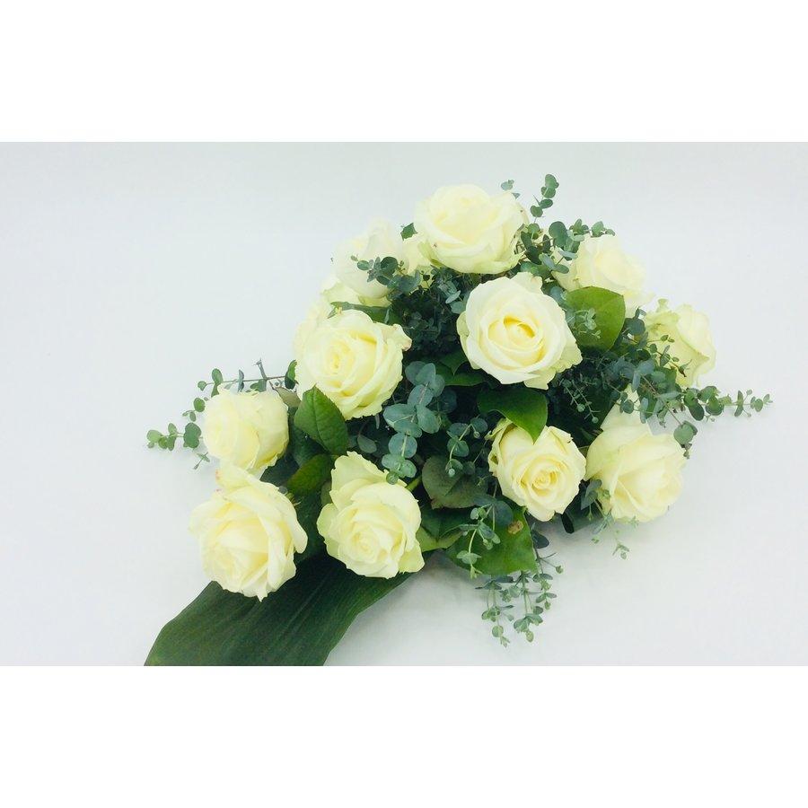 Witte rozen rouwbloemstuk W4-2